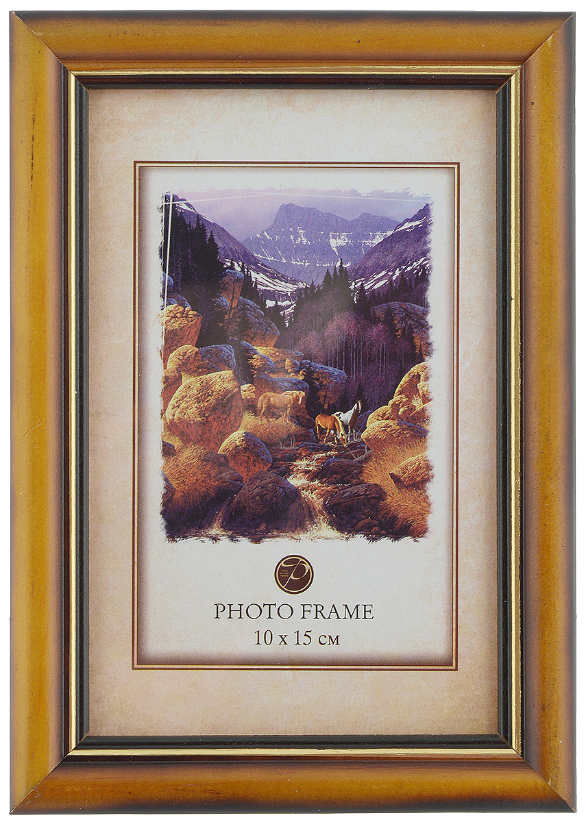 Фоторамка Pioneer Carol, цвет: светло-коричневый, 10 x 15 смБрелок для ключейФоторамка Pioneer выполнена в классическом стиле из натурального дерева и стекла, защищающего фотографию. Оборотная сторона рамки оснащена специальной ножкой, благодаря которой ее можно поставить на стол или любое другое место в доме или офисе. Такая фоторамка поможет вам оригинально и стильно дополнить интерьер помещения, а также позволит сохранить память о дорогих вам людях и интересных событиях вашей жизни.Размер фоторамки: 12 х 17,5 см.Подходит для фотографий размером: 10 х 15 см.