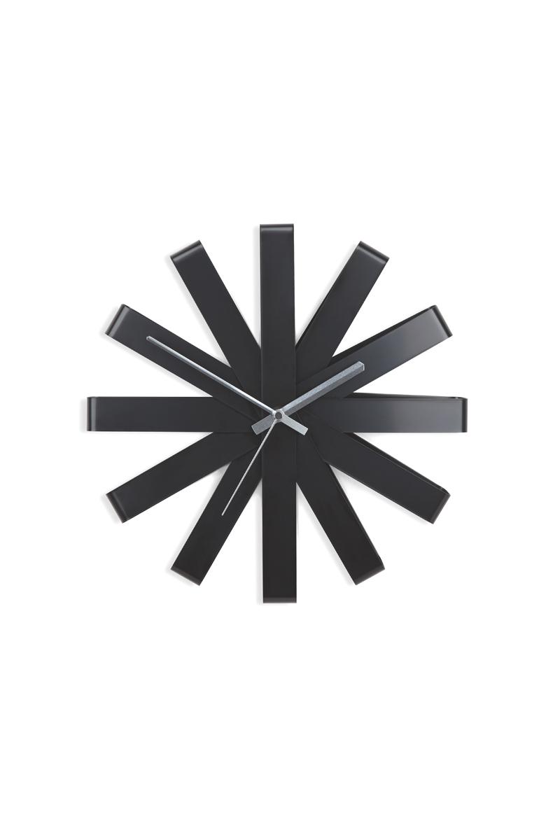 Часы настенные Umbra Ribbon, цвет: черный94672Оригинальные металлические часы, циферблат которых по форме напоминает своеобразный ленточный бант.Бесшумный ход. Диаметр: 30,5 см.Работают от одной стандартной батарейки АА (в комплект не входит).