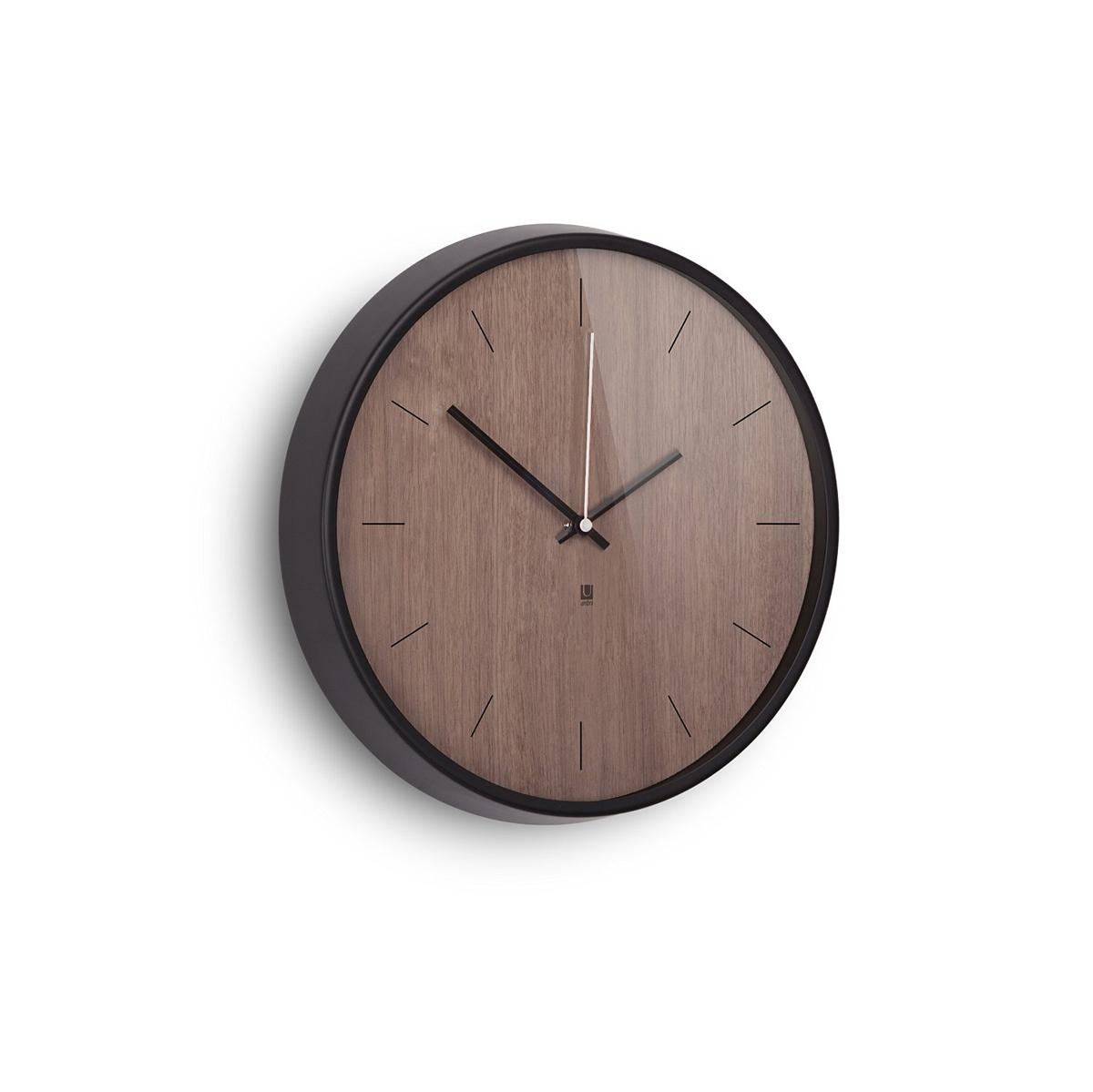 Настенные часы Umbra Madera, цвет: шоколадный94672Хоть и говорят, что счастливые часов не наблюдают, но все же иногда необходимо знать точное время. Не смотря на то, что на этих часах отсутствует разметка, вы запросто определите который час, а главное, станете еще чуточку счастливее - ведь такой элегантный дизайн не может не радовать! Сочетание классики и современности, шпона дерева цвета грецкого ореха и алюминиевой рамки - дизайн вне времени. Шикарно будет смотреться в офисе, в гостиной, в спальне - в любом интерьере.