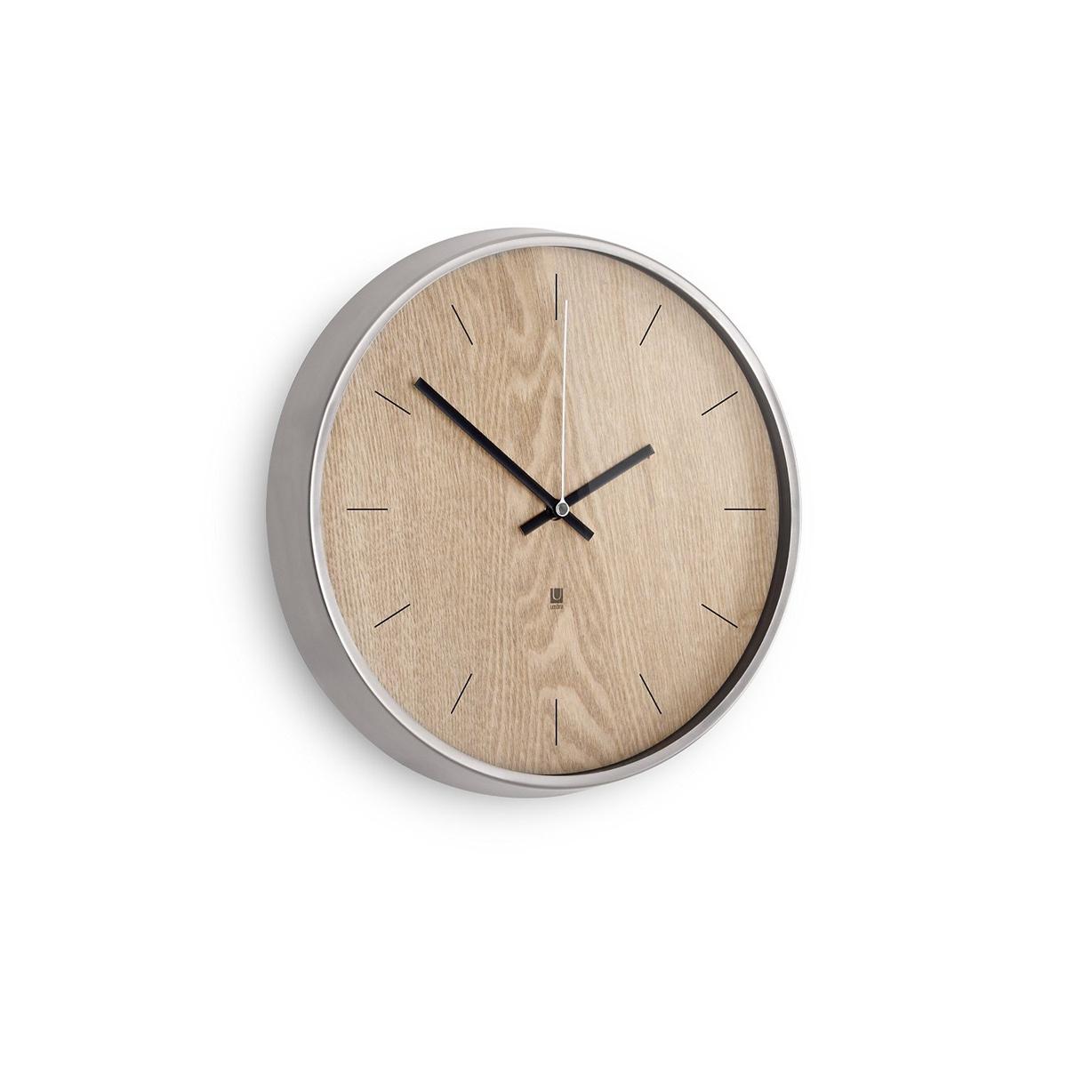 Настенные часы Umbra Madera, цвет: бежевыйTL-C5017Хоть и говорят, что счастливые часов не наблюдают, но все же иногда необходимо знать точное время. Не смотря на то, что на этих часах отсутствует разметка, вы запросто определите который час, а главное, станете еще чуточку счастливее - ведь такой элегантный дизайн не может не радовать! Сочетание классики и современности, шпона дерева цвета грецкого ореха и алюминиевой рамки - дизайн вне времени. Шикарно будет смотреться в офисе, в гостиной, в спальне - в любом интерьере.