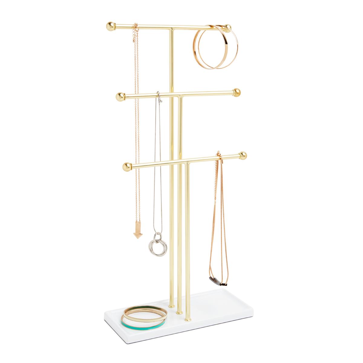 Органайзер для украшений Umbra Trigem41619Высокотехнологично и высокофункционально: трехъярусный держатель для украшений продуман для мелочей. Самый высокий - для бус, средний - для длинных сережек и цепочек, малый - для браслетов, сережек, колец. Плюс подставка держателя как дополнительное пространство для часов или клипс.Если ваши украшения хранятся в коробке или еще хуже - валяются в ящике стола, то самое время организовать их!