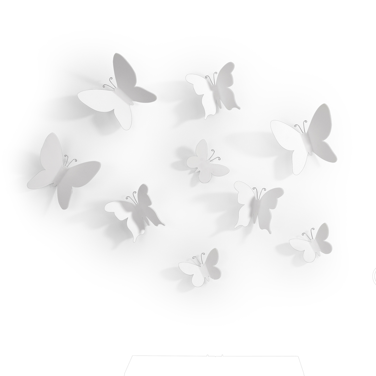Декоративное украшение Umbra Mariposa, настенное, цвет: белый, 9 шт470130-660Добавьте интерьеру весеннего настроения! Набор из 9 летящих бабочек добавит комнате легкости и превратит любую скучную стену в уникально декорированное пространство. Идеально подойдет для украшения спальни, гостиной или детской комнаты. Крепятся бабочки на специальный двусторонний скотч, который не оставляет следов на стене (идет в комплекте).Три размера: от самой маленькой бабочки 5 х 6 х 1 см до 9 х 10 х 3 см.