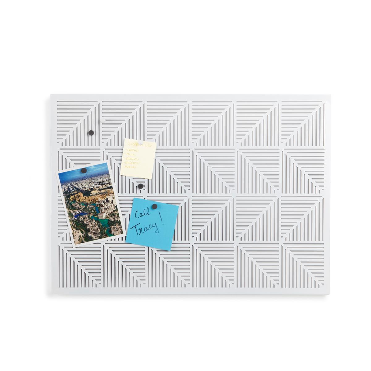 Украшение на стену Umbra Trigon, цвет: белый300158_белый, коричневыйСтрогие геометрические формы не ограничивают воображение, а наоборот, вдохновляют на творчество и создание неповторимых интерьеров. Металлические узоры на этой доске не только складываются в интересную картинку, но и удобны для использования с магнитами и кнопками. Повесьте ее горизонтально или вертикально и крепите фотографии, записки, рисунки и напоминалки. В наборе 12 кнопок и 12 магнитов. Отличный декор для офиса и кабинета.