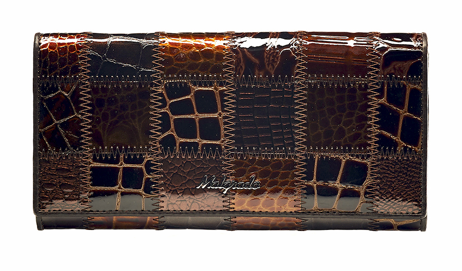 Кошелек женский Malgrado, цвет: коричневый. 72032-3A-490ABM8434-58AEСтильный кошелек Malgrado изготовлен из натуральной кожи коричневого цвета с декоративным комбинированным тиснением и вмещает в себя купюры в развернутом виде в полную длину. Внутри содержит четыре отделения для купюр, одно из которых на молнии, восемь карманов для дисконтных карт, визиток, кредиток, один прозрачный кармашек, в который можно положить пропуск, проездной документ или фотографию, отделение для мелочи, закрывающиеся на металлический замок и дополнительный потайной карман. Закрывается кошелек клапаном на кнопку.Кошелек упакован в подарочную металлическую коробку с логотипом фирмы. Такой кошелек станет замечательным подарком человеку, ценящему качественные и практичные вещи. Характеристики:Материал: натуральная кожа, текстиль, металл. Размер кошелька: 18,5 см х 9 см х 3 см. Цвет: коричневый. Размер упаковки:23 см х 13 см х 4,5 см. Артикул: 72032-3A-490A Coffee.