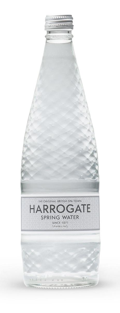 Harrogate вода минеральная газированная, 750 мл (стекло)5060295130016Город Харрогейт, находящийся на юго- востоке графства Йоркшир, всегда был известен своими природными минеральными источниками. Первые упоминания о королевском источнике воды Harrogate встречаются уже в XIV веке. Дегустация и тестирование образцов воды были впервые проведены в конце XVI века Тимоти Брайтом, личным врачом королевы Великобритании Елизаветы.