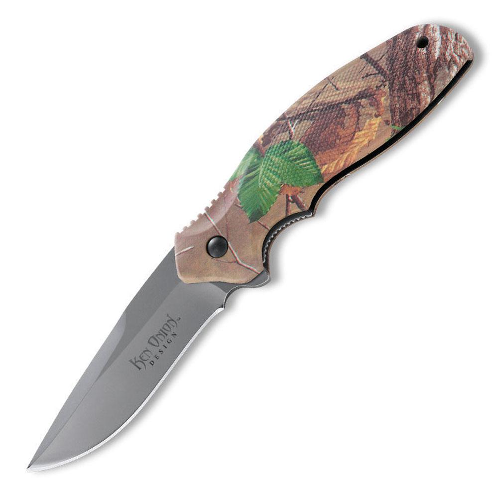 Нож складной Columbia River Shenanigan Camo, цвет: светло-коричневый, длина клинка 8,2 см. CR/K481CXPCR/K481CXPКлинок изготовлен из стали AUS8 с твердостью закалки по шкале Роквелла 56-58 HRC. Форма клинка с постепенным понижением от обуха к острию (drop point). Понижение клинка имеет фальш-лезвие, спуски на 3/4. Режущая кромка довольно длинная и равна длине клинка - 82 мм. Клинок такой формы и длины является, действительно, универсальным и отлично зарекомендовал себя в полевых условиях на рыбалке и охоте.Флиппер позволяет легко открывать нож одной рукой. В открытом состоянии хвостик флиппера является продолжением подпальцевого упора. Замок ножа - Liner Lock - надежно фиксирующий лезвие ножа в закрытом положении. Классический лайнер из нержавеющей стали в виде пластины в нижней части имеет насечки и является функциональной частью подпальцевого упора. В целом замок такого типа отлично зарекомендовал себя как надежный, легкий и удобный в использовании. Рукоять складного ножа - это зитель с эффектным, но ненавязчивым пиксельным рисунком в стиле камуфляж «Лес» с элементами зеленых листьев. Нож уверенно лежит в руке, благодаря анатомической форме рукояти. Накладки выполнены из стеклонаполненного нейлона и имеют насечки для лучшего сцепления с ладонью. Насечки на обухе - противоскользящий элемент для безопасного использования ножа. Общая длина ножа: 21 см. Длина клинка: 8,2 см. Толщина клинка: 3 мм. Вес ножа: 116 г.