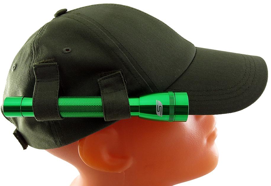 Фонарь SolarisF-5 OG, с бейсболкой, цвет: зеленый, оливковыйФонарь Focusray FR-520Фонарь-бейсболка Solaris сочетает в себе достоинства дальнобойного налобного фонаря и удобной классической бейсболки. Можно применять в туристических походах, на рыбалке и охоте, при производстве ремонтных работ. Конструкция состоит из бейсболки с боковым креплением для компактного ручного фонаря Solaris F-5: - 2 эластичные петли-резинки и 2 тканевых хомута на липучках, поверх петель, надежно фиксируют фонарь. С помощью тканевых хомутов можно также регулировать направление светового луча по высоте. - Фонарь можно снять с бейсболки и пользоваться фонарем и бейсболкой раздельно.Фонарь снабжен современным светодиодом СREE XP-E R2 (США). Мощность светового потока 120 люмен, дальность эффективного излучения света 100 метров. Фонарь имеет 1 режим работы. Влагозащищенный - стандарт IPX6. Материал корпуса - высококачественный анодированный алюминий. Размеры/вес фонаря: 158мм х27мм; 60грамм (без батарей). Бейсболка имеет регулируемый размер оголовья 56-60 см. Быстрая регулировка размера производится хлястиками на липучке в задней части оголовья. С внутренней стороны бейсболки оголовье снабжено тканевым бортиком для комфортного ношения. Козырек с жесткой основой предохраняет глаза от солнца и дождя. Материал бесболки - высококачественный 100% хлопок. Особенности конструкции фонаря Solaris F-5: - Кнопка включения расположена в хвостовой части фонаря.- Фонарь работает от двух батарей АА (в комплекте).- Время работы фонаря от батарей: 2,5 часа.- Резиновое уплотнение в хвостовике фонаря. Комплектация Фонаря-бейсболки Solaris F-5 OG: 1 шт. - фонарь Solaris F-5 (зеленый);1 шт. - бейсболка (олива);2 шт. - АА батарея.