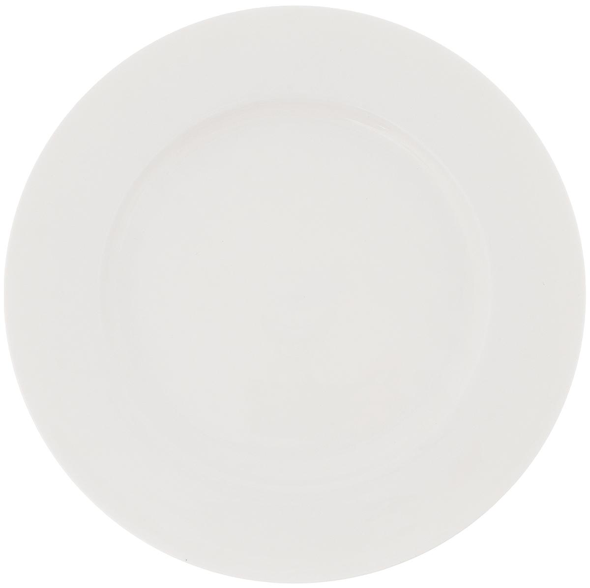 Тарелка Wilmax, диаметр 23 см. WL-991007 / A115610Тарелка Wilmax, изготовленная из высококачественного фарфора, имеет классическую круглую форму. Оригинальный дизайн придется по вкусу и ценителям классики, и тем, кто предпочитает утонченность и изысканность. Тарелка Wilmax идеально подойдет для сервировки стола и станет отличным подарком к любому празднику.