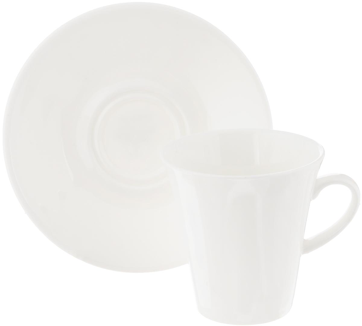 Кофейная пара Wilmax, 2 предмета. WL-993005 / AB115510Кофейная пара Wilmax состоит из чашки и блюдца. Изделия выполнены из высококачественного фарфора, покрытого слоем глазури. Изделия имеют лаконичный дизайн, просты и функциональны в использовании. Кофейная пара Wilmax украсит ваш кухонный стол, а также станет замечательным подарком к любому празднику.Изделия можно мыть в посудомоечной машине и ставить в микроволновую печь.Объем чашки: 160 мл.Диаметр чашки (по верхнему краю): 7,5 см.Высота чашки: 7,5 см.Диаметр блюдца: 13 см.