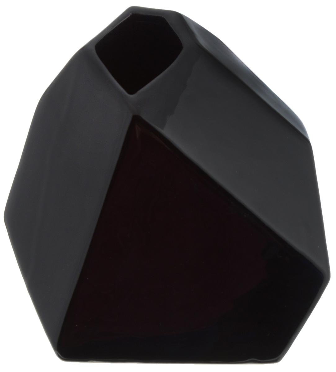 Ваза House & Holder, высота 15,5 смYDY16114Экстравагантная ваза House & Holder, изготовленная из керамики, выполнена в ассиметричной форме. Такое оформление делает ее изящным украшением интерьера.Ваза House & Holder дополнит интерьер офиса или дома и станет желанным и стильным подарком.Размер вазы: 14 х 15 х 15,5 см.