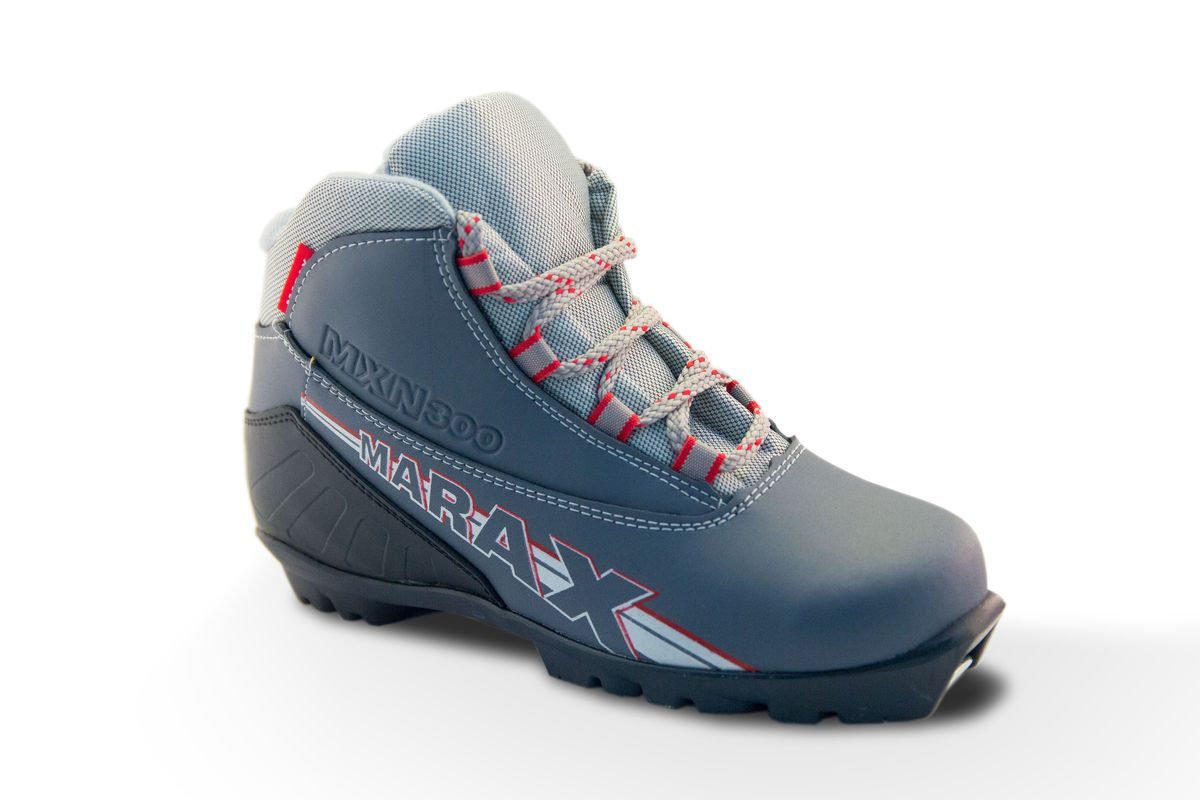 Ботинки лыжные детские Marax, цвет: серый, серый металлик. MXN-300. Размер 35NN75 KidsчЛыжные ботинки Marax предназначены для активного отдыха. Модель изготовлена из морозостойкой искусственной кожи и текстиля. Подкладка выполнена из искусственного меха, благодаря чему ваши ноги всегда будут в тепле. Термопластичный анатомический задник обеспечивает дополнительную жесткость, позволяя дольше сохранять первоначальную форму ботинка и предотвращать натирание стопы. Ботинки снабжены шнуровкой с текстильными петлями и язычком-клапаном, который защищает от попадания снега и влаги. Ботинки предназначены под крепления NNN Rottefella. Можно использовать при температуре минус до -25°С. В таких лыжных ботинках вам будет комфортно и уютно.