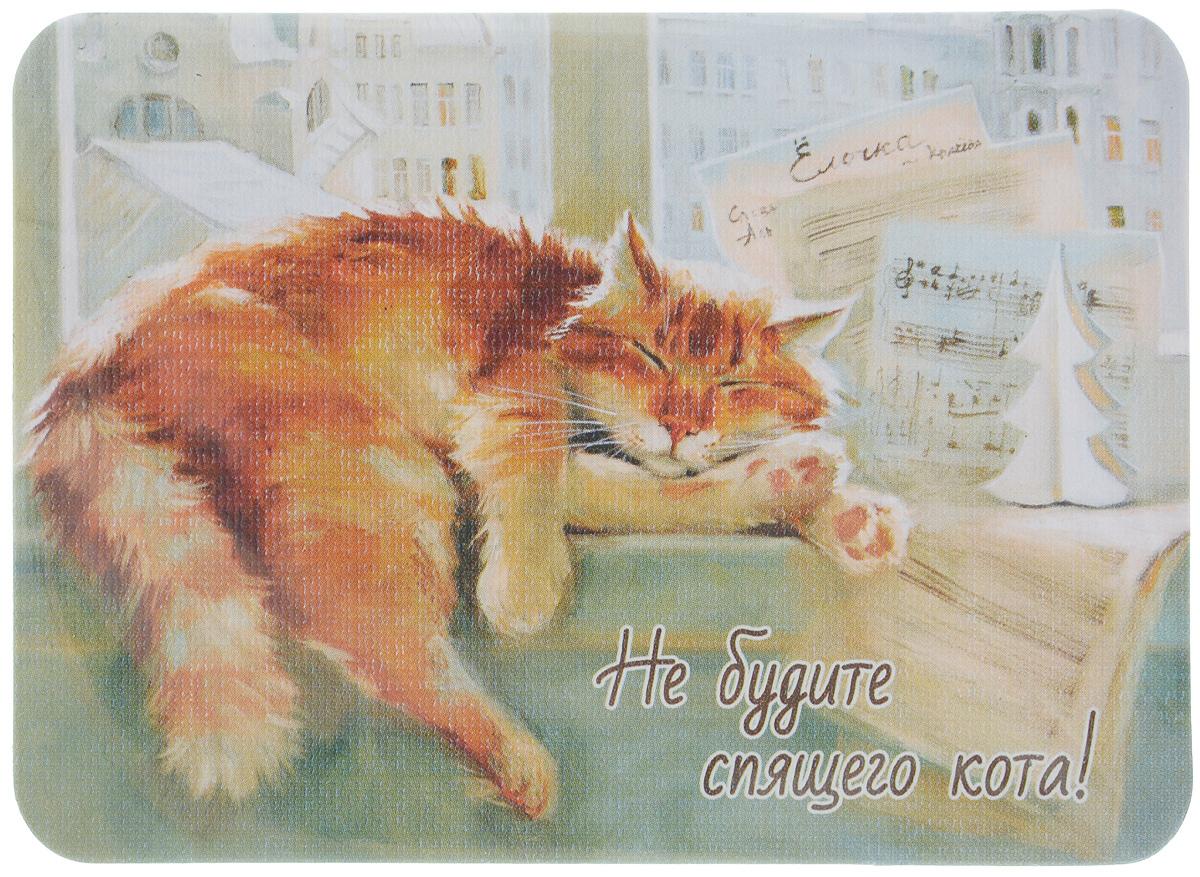 Магнит Не будите спящего кота!, 6,8 х 9,4 смБрелок для сумкиМагнит Не будите спящего кота! прекрасно подойдет в качестве сувенира. Изделие оформлено красочным рисунком и дополнено надписью Не будите спящего кота!.Магнит можно прикрепить на любую металлическую поверхность. С помощью магнитов вы можете создать собственную мини-галерею, а также сделать оригинальный подарок вашим близким!Художник: Мария Павлова.Размер магнита: 6,8 х 9,4 см.