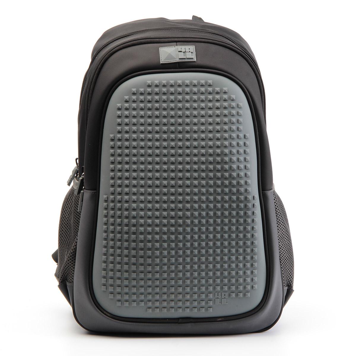 4ALL Рюкзак Case цвет черный72523WDРюкзак 4ALL - это одновременно яркий, функциональный школьный аксессуар и площадка длясамовыражения. Уникальные рюкзаки Case имеют гипоаллергенную силиконовую панель иразноцветные мозаичные биты, с помощью которых на рюкзаке можно создавать графическиешедевры хоть каждый день!Модель выполнена из полиэстера с водоотталкивающейпропиткой. Рюкзак имеет 2 отделения, снаружи расположены 2 боковых сетчатых кармана.Система Air Comfort System обеспечивает свободную циркуляцию воздухамежду задней стенкой рюкзака и спиной ребенка. Система Ergo System служит равномерномураспределению нагрузки на спину ребенка, сохранению правильной осанки. Она способна сделатьрюкзак, наполненный учебниками, легким.Ортопедическая спинка как корсет поддерживаетпозвоночник, правильно распределяя нагрузку. Простая и удобная конструкция спины и лямокпозволяет использовать рюкзак даже деткам от 3-х лет.Светоотражающие вставки отвечаютза безопасность ребенка в темное время суток.В комплекте 1 упаковка пикселей-битов 4-х цветов (200 штук) и инструкция для создания базовой картинки.