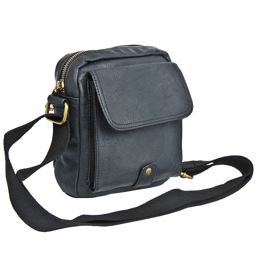 Сумка мужская Pola, цвет: черный. 82135ML597BUL/DМужская сумка Pola выполнена из экокожи. Основное отделение закрывается на молнию. Внутри - карман на молнии и органайзер. Снаружи на задней стенке расположен карман на молнии. На передней стенке имеется карман под клапаном на магнитной кнопке. Плечевой ремень несъемный.