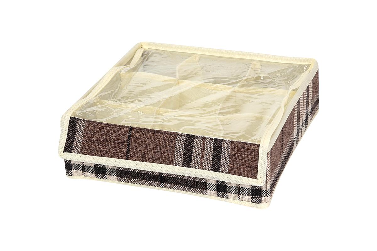 Кофр для хранения EL Casa Клетка, 9 секций, 26 х 26 х 9 смCLP446Кофр для хранения вещей EL Casa Клетка изготовлен из льна, который обеспечивает естественную вентиляцию, пропускает воздух и задерживает пыль. Вставки из плотного картона хорошо держат форму. Естественность, экологичность, красота фактуры - те свойства, которые делают лен излюбленным материалом дизайнеров. Изделие декорировано рисунком в клетку, благодаря чему впишется в интерьер любого стиля, от богемного бохо до сдержанного скандинавского. Кофр оснащен 9 секциями для хранения нижнего белья, колготок, носков и другой одежды. Прозрачная крышка из ПВХ, закрывающаяся на липучку, позволяет видеть содержимое кофра, не открывая его. Кофр удобно складывается и раскладывается. В сложенном виде изделие занимает минимум места, его легко хранить и перевозить. Такой кофр поможет хранить вещи компактно и удобно. Подходит для размещения в шкафу, комоде.