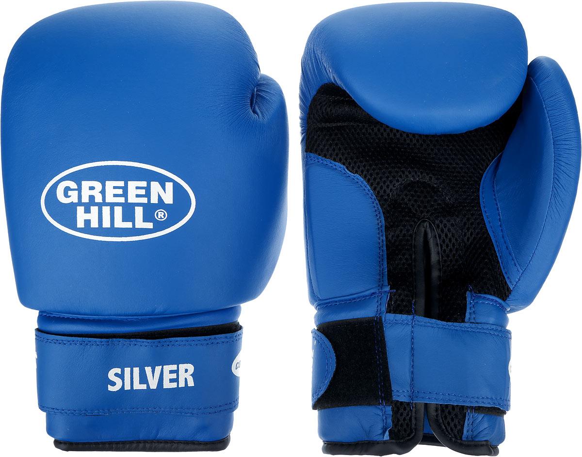 Перчатки боксерские Green Hill Silver, цвет: синий, белый. Вес 14 унций. BGS-2039WRA523700Боксерские перчатки Green Hill Silver подойдут для легких спаррингов и тренировок. Верх выполнен из высококачественной искусственной кожи, наполнитель - из вспененного полимера. Ладонь выполнена по технологии, которая позволяет руке дышать. Манжет на липучке способствует быстрому и удобному надеванию перчаток, плотно фиксирует перчатки на руке.