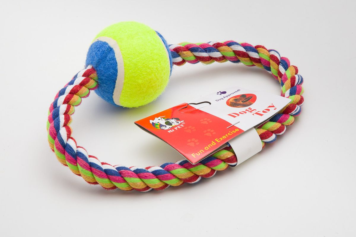Игрушка для собак MrPet Кольцо с мячом, канатная, длина 15 смDM-160129-3Канатная игрушка MrPet Кольцо с мячом, изготовленная из текстиля и полиэстера, отлично подойдет для тренировки прыжков и игр. Мяч на веревке можно запустить гораздо дальше, чем обычный мяч, что прибавляет собаке азарта в погоне за ним.Длина игрушки: 15 см.