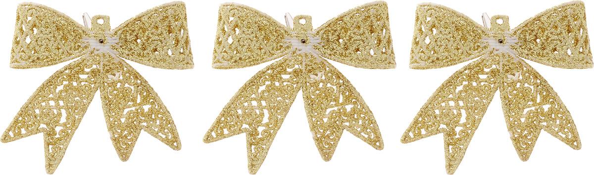 Набор новогодних подвесных украшений Winter Wings Бантики, цвет: золотистый, 3 шт09840-20.000.00Набор Winter Wings Бантики состоит из 3 подвесных украшений, выполненных из пластика. Оригинальные новогодние украшения прекрасно подойдут для праздничного декора дома и новогодней ели. С помощью специального отверстия или застежки-крокодильчика их можно повесить в любом понравившемся вам месте. Но, конечно, удачнее всего такие игрушки будут смотреться на праздничной елке. Елочная игрушка - символ Нового года и Рождества. Она несет в себе волшебство и красоту праздника. Создайте в своем доме атмосферу веселья и радости, украшая новогоднюю елку нарядными игрушками, которые будут из года в год накапливать теплоту воспоминаний.