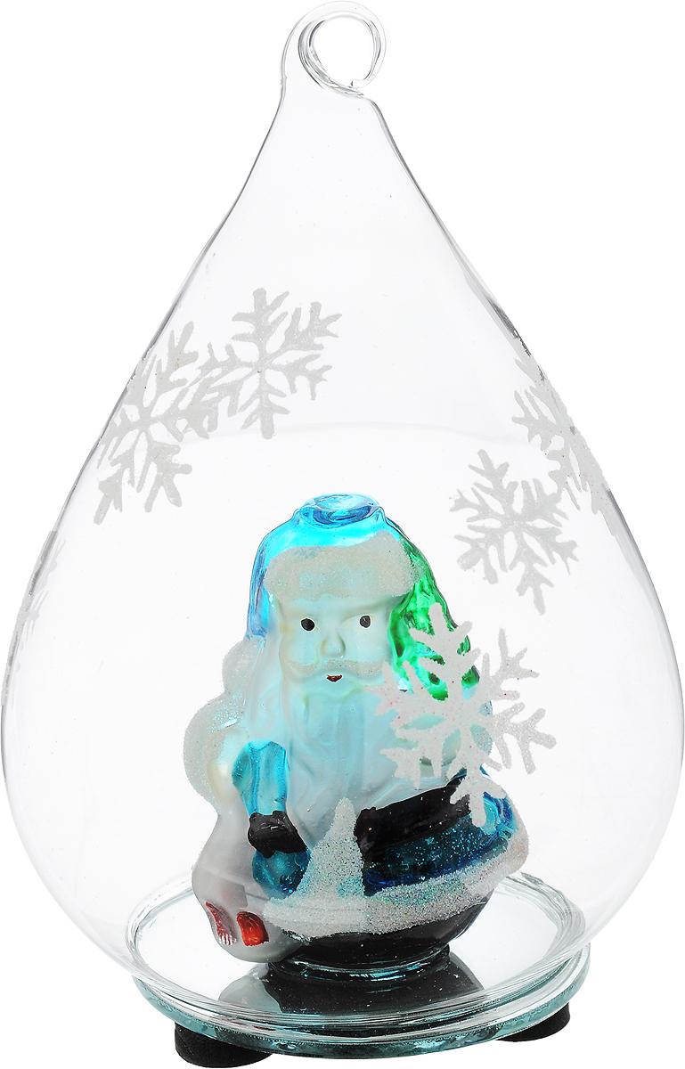 Украшение новогоднее подвесное Winter Wings Подвеска с Дед Морозом, высота 15 смBD 60-304Новогоднее украшение Winter Wings Подвеска с Дед Морозом прекрасно подойдет для праздничного декора вашего дома. Украшение представляет собой прозрачную сферу внутри которой, помещена фигурка Деда Мороза. Украшение можно повесить на елку, а можно украсить рабочий стол. Фигурка Деда Мороза светится разноцветными огнями, светится от 3 батареек (входят в комплект). Такая фигурка поможет вам украсить дом в преддверии Нового года, а также станет приятным подарком, который надолго сохранит память этого волшебного времени года.