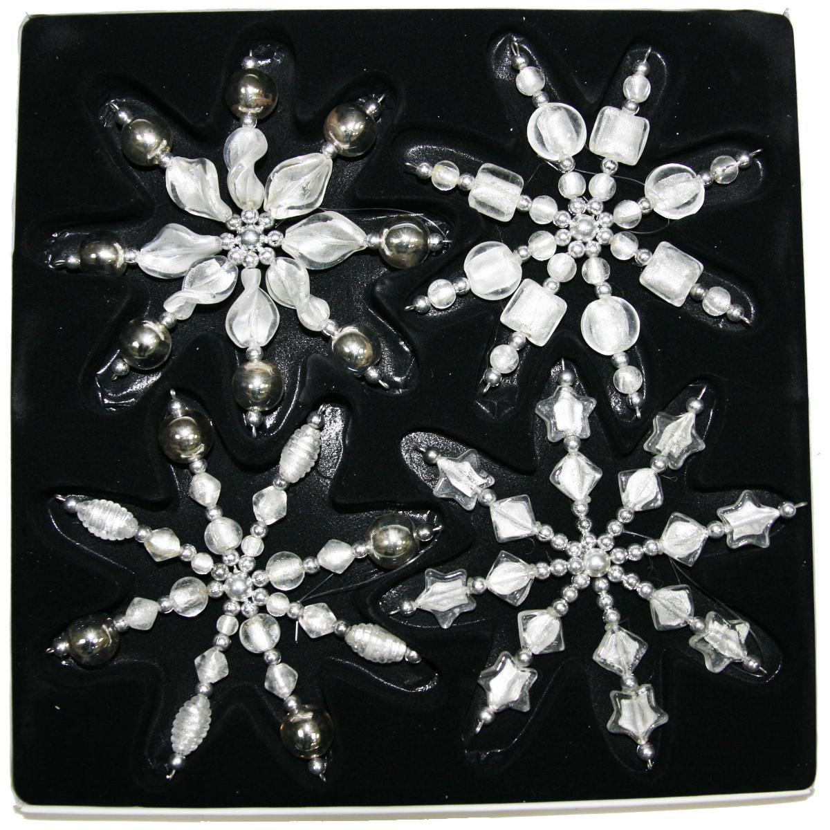 Украшение новогоднее подвесное Lovemark Снежинка, цвет: серебряный, 4 шт, высота 16 смNLED-454-9W-BKНовогоднее подвесное украшение Lovemark Снежинкавыполнено из прозрачного стекла. Спомощьюспециальной петельки украшение можно повесить влюбом понравившемся вамместе. Но, конечно, удачнее всего оно будетсмотреться на праздничной елке.Елочная игрушка - символ Нового года. Она несет всебе волшебство и красотупраздника. Создайте в своем доме атмосферувеселья и радости, украшаяновогоднюю елку нарядными игрушками, которыебудут из года в год накапливатьтеплоту воспоминаний.Высота украшения: 16 см.
