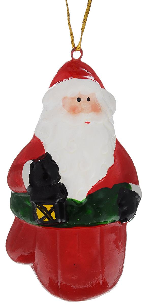 Украшение новогоднее подвесное House & Holder Дед Мороз, высота 9,5 см. HY1186620111307Новогоднее подвесное украшение House & Holder Дед Мороз выполнено из керамики. С помощью специальной петельки украшение можно повесить в любом понравившемся вам месте. Но, конечно, удачнее всего оно будет смотреться на праздничной елке.Елочная игрушка - символ Нового года. Она несет в себе волшебство и красоту праздника. Создайте в своем доме атмосферу веселья и радости, украшая новогоднюю елку нарядными игрушками, которые будут из года в год накапливать теплоту воспоминаний.Размер: 4,5 х 3 х 9,5 см.