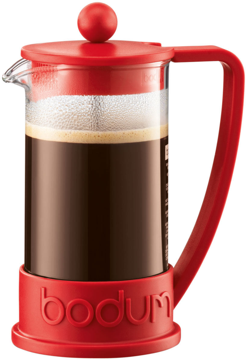 Кофейник с прессом Bodum Brazil, 350 мл, цвет: красныйVT-1520(SR)Кофейник Bodum Brazil изготовлен из высококачественного стекла и оснащен фильтром french press из нержавеющей стали, который позволяет легко и просто приготовить отличный напиток. Кофейник оснащен удобной пластиковой ручкой, что исключает его выскальзывание из руки и помещен в оправу из пластика, которая эффективно защищает стекло. Настоящим ценителям натурального кофе широко известны основные и наиболее часто применяемые способы его приготовления: эспрессо, по-турецки, гейзерный. Однако существует принципиально иной способ, известный как french press, благодаря которому приготовление ароматного напитка стало гораздо проще.