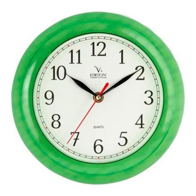 Часы настенные Вега Классика, цвет: зеленыйП6-3-98Оригинальные настенные часы круглой формы Вега Классика выполнены из пластика. Часы имеют три стрелки - часовую, минутную и секундную. Необычное дизайнерское решение и качество исполнения придутся по вкусу каждому. Оформите свой дом таким интерьерным аксессуаром или преподнесите его в качестве презента друзьям, и они оценят ваш оригинальный вкус и неординарность подарка.Часы работают от 1 батарейки типа АА напряжением 1,5 В (в комплект не входит).