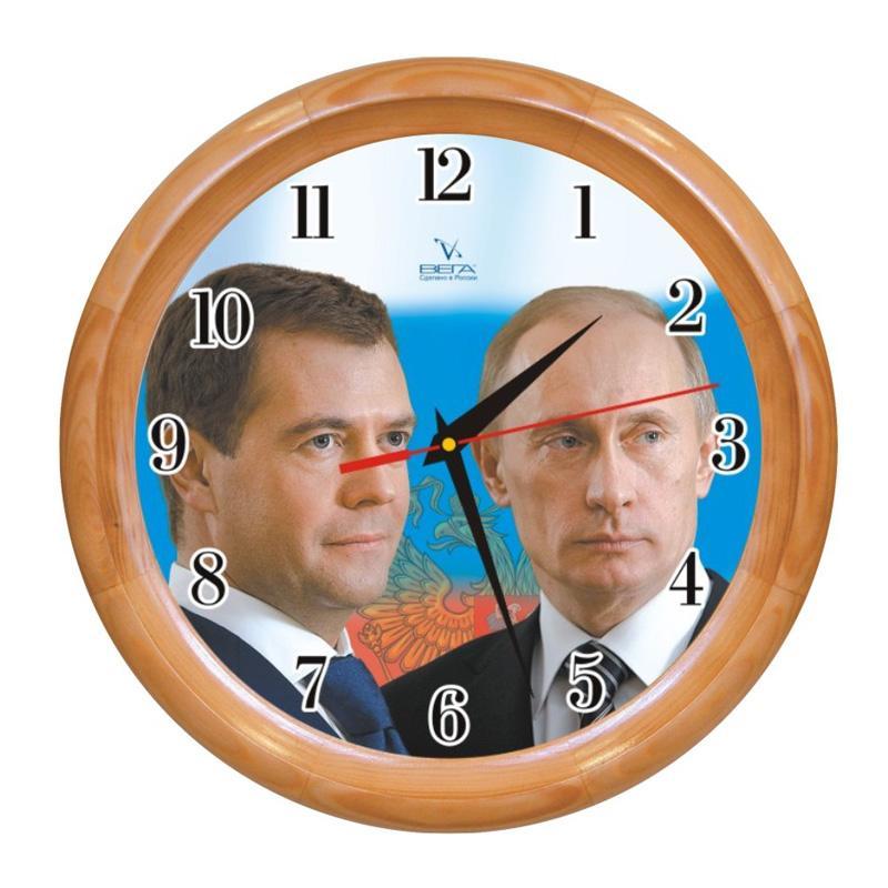 Часы настенные Вега Первые лица. Д1НД/7-40Д1НД/7-40Оригинальные настенные часы круглой формы Вега Первые лица выполнены из дерева и пластика. Часы имеют три стрелки - часовую, минутную и секундную. Необычное дизайнерское решение и качество исполнения придутся по вкусу каждому. Оформите свой дом таким интерьерным аксессуаром или преподнесите его в качестве презента друзьям, и они оценят ваш оригинальный вкус и неординарность подарка.Часы работают от 1 батарейки типа АА напряжением 1,5 В (в комплект не входит).