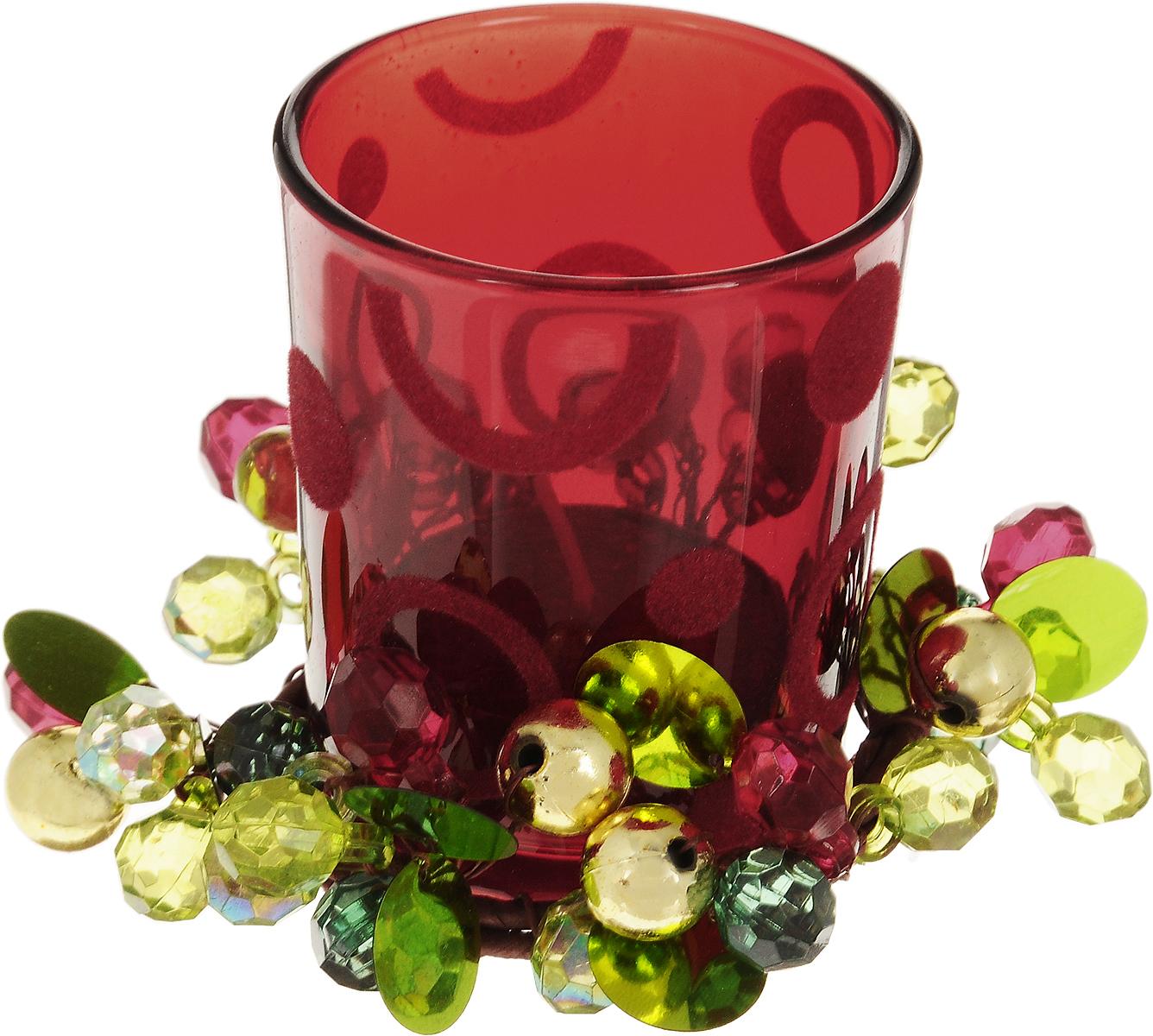 Подсвечник Lovemark Цветные ягоды, со свечой17613Подсвечник Lovemark представляет собой стеклянную емкость для чайной свечи, оформленную изысканным декоративным элементом в виде плетеной веточки с ягодками. Чайная свеча красного цвета входит в комплект. Такой подсвечник элегантно оформит интерьер вашего дома. Мерцание свечи создаст атмосферу романтики и уюта. Диаметр емкости (по верхнему краю): 5,5 см. Высота емкости: 6,5 см. Диаметр свечи: 3,5 см.