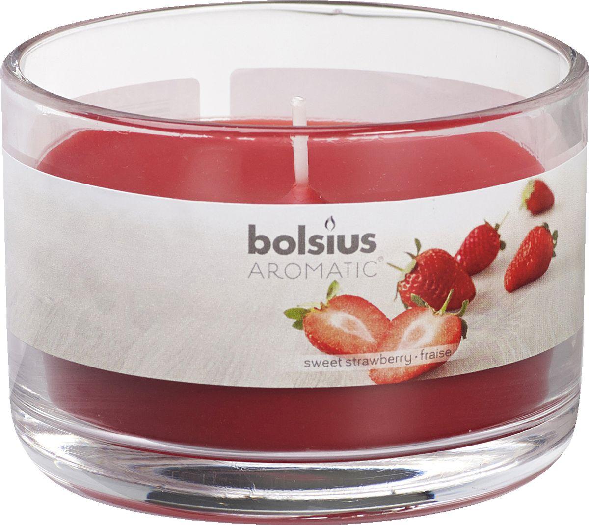 Свеча ароматизированная Bolsius Клубника, высота 6,3 см41619Ароматизированная свеча Bolsius, изготовленная из парафина, помещена в подсвечник, выполненный из стекла. Изделие отличается оригинальным дизайном и приятным ароматом. Такая свеча не только поможет дополнить интерьер вашей комнаты, но и станет отличным подарком.