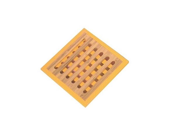 Подставка под горячее Frybest Murmure de bambou, цвет: желтый, 20 х 20 см115510Подставка под горячее, изготовленная из натурального бамбука с силиконовыми вставками, идеально впишется в интерьер современной кухни. Каждая хозяйка знает, что подставка под горячее - это незаменимый и очень полезный аксессуар на каждой кухне. Ваш стол будет не только украшен оригинальной подставкой, но и сбережен от воздействия высоких температур ваших кулинарных шедевров. Размер подставки: 20 х 20 х 1см.