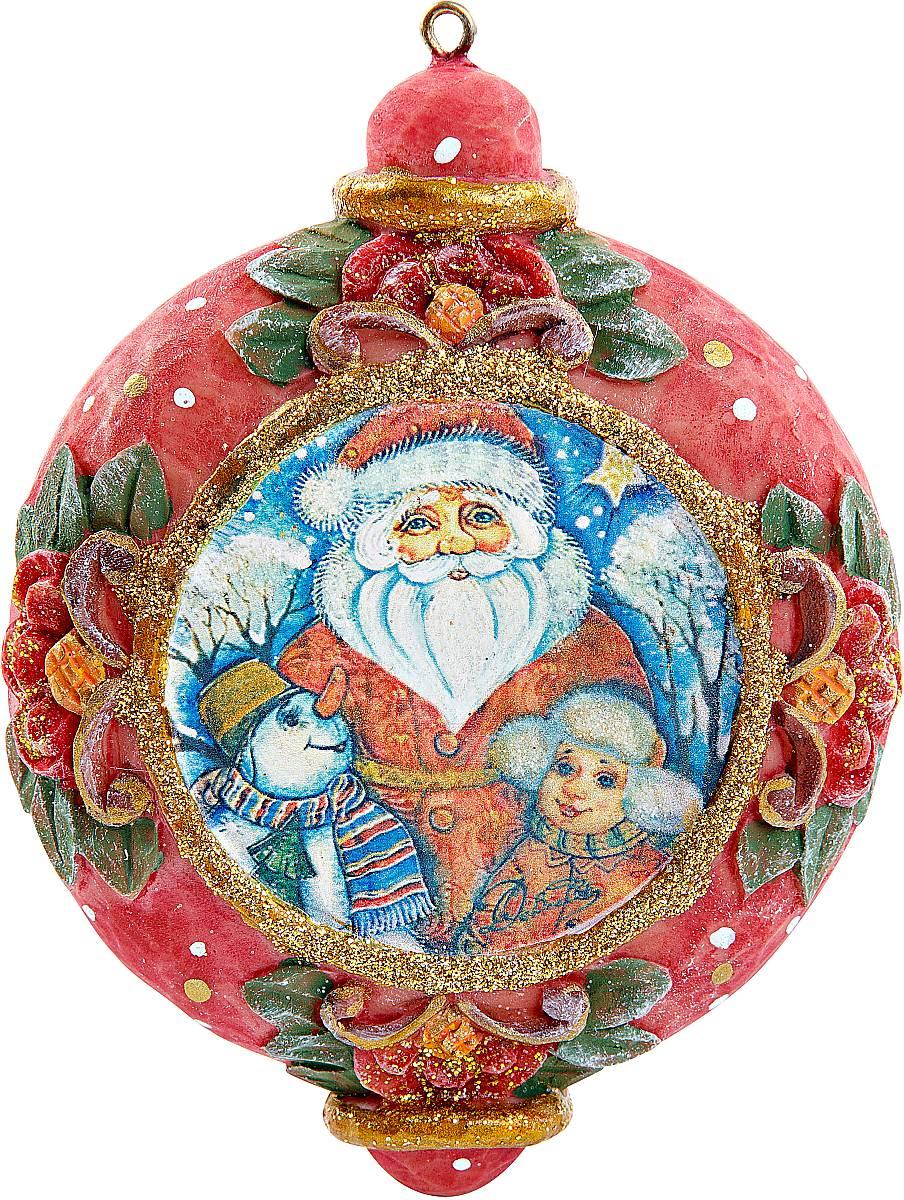 Украшение новогоднее подвесное Mister Christmas, коллекционное, высота 10 см. US 6102424-1NLED-454-9W-BKКоллекционное украшение Mister Christmas прекрасно подойдет для праздничного декора вашего дома. Изделие выполнено из полистоуна и оснащено креплением для подвешивания на елку. Новогодние украшения несут в себе волшебство и красоту праздника. Они помогут вам украсить дом к предстоящим праздникам и оживить интерьер. Создайте в доме атмосферу тепла, веселья и радости, украшая его всей семьей.Кроме того, такая игрушка станет приятным подарком, который надолго сохранит память этого волшебного времени года.Высота украшения: 10 см.