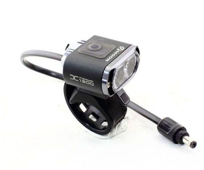 Фонарь передний Moon X-Power1300, 2 диода, 5 режимовMW-1462-01-SR серебристыйФонарь передний Moon X-Power1300 имеет 2 диода и 5 режимов.Особенности: 2 Cree XM-L (T6) LED светодиода CNC алюминиевый корпус 7 вариантов работы : Максимум / Высоко / Стандарт / Низко / Мигание / Стробоскоп / SOS Быстросъемное крепление (22-31.8mm ) Быстросъемное крепление на шлем Система охлаждения Индикатор разряда батареи Четкие оптические линзы BS-XP-S2 lithium ion батарея (7.4V 3300mAh) Индикатор заряда и полной зарядки аккумулятора Автоматическое включение/выключение (при подключении к USB или кабелю зарядки) USB выход Умная зарядка (100-240 volts)