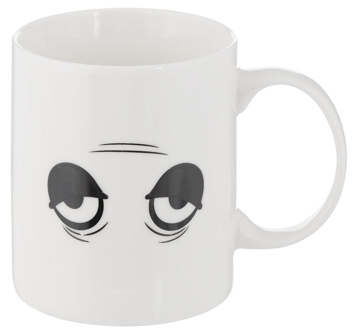 Кружка-хамелеон Bradex Бодрое утро, 350 мл391602Вам трудно просыпаться утром? Тело, казалось бы, встает, но вот сознание все равно остается в сладких снах? Вернуть бодрость тела и духа вам поможет горячий крепкий кофе или любимый чай, выпитый из забавной кружки-хамелеона Bradex Бодрое утро! Стоит только наполнить кружку горячим напитком, и забавная невыспавшаяся физиономия с мешками под глазами тут же превратится в глазки, полные энергии и энтузиазма. Прочная керамика прослужит вам не один год, а качественное напыление не сотрется даже от ежедневного мытья. Что уж говорить об улыбке, которую будет день за днем вызывать взбодрившаяся мордочка на кружке!Ранний подъем проходит легче с кружкой-хамелеоном Bradex Бодрое утро! Диаметр по верхнему краю: 8 см.