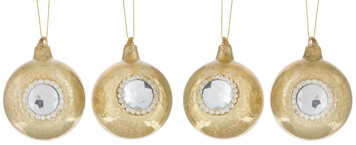 Набор новогодних подвесных украшений Lovemark Шары, цвет: золотистый, диаметр 7 см, 4 шт. 90633005598Набор подвесных украшений Lovemark Шары прекрасно подойдет для праздничного декора новогодней ели. Набор состоит из 4 шаров, выполненных из стекла. Изделия декорированы крупным граненым камнем и стразами. Для удобного размещения на елке для каждого украшения предусмотрена петелька. Елочная игрушка - символ Нового года. Она несет в себе волшебство и красоту праздника. Создайте в своем доме атмосферу веселья и радости, украшая новогоднюю елку нарядными игрушками, которые будут из года в год накапливать теплоту воспоминаний. Откройте для себя удивительный мир сказок и грез. Почувствуйте волшебные минуты ожидания праздника, создайте новогоднее настроение вашим дорогим и близким.