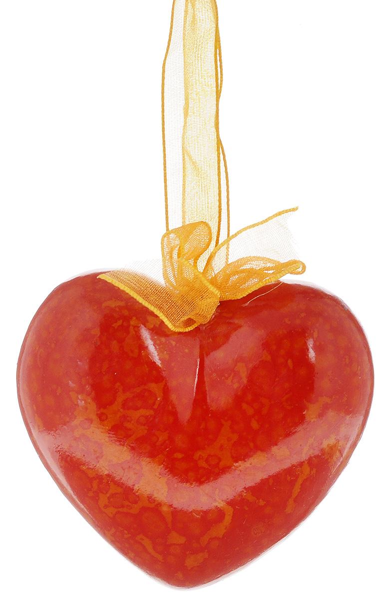 Украшение новогоднее подвесное Lillo Сердце, высота 6 смMB860Новогоднее подвесное украшение Lillo Сердце выполнено из керамики в форме сердца. С помощью специальной петельки украшение можно повесить в любом понравившемся вам месте. Но, конечно, удачнее всего оно будет смотреться на праздничной елке. Елочная игрушка - символ Нового года. Она несет в себе волшебство и красоту праздника. Создайте в своем доме атмосферу веселья и радости, украшая новогоднюю елку нарядными игрушками, которые будут из года в год накапливать теплоту воспоминаний.