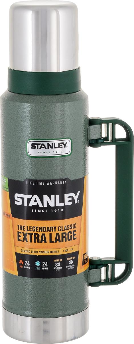 Термос Stanley Classic Vac Bottle Hertiage, цвет: зеленый, 1,3 л10-01032-037Герметичный термос Stanley Classic Vac Bottle Hertiage с вакуумной изоляцией изготовлен из нержавеющей стали с покрытием из абразивостойкой эмали. Он удерживает тепло и холод на протяжении 24 часов. В комплекте крышка выполненная в виде термостакана объемом 325 мл.Стильный функциональный термос будет незаменим в дороге, на пикнике. Его можно взять с собой куда угодно, и вы всегда сможете наслаждаться горячим домашним напитком.Гарантийный срок 5 лет.