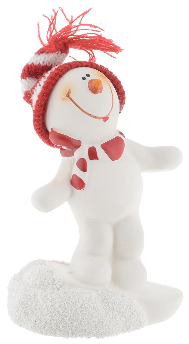Фигурка новогодняя Lillo Снеговик, высота 13 см38256Новогодняя фигурка Lillo Снеговик прекрасно подойдет для праздничного декора вашего дома. Изделие выполнено из керамики в виде снеговика с тестиьным колпаком. Такое оригинальное украшение оформит интерьер вашего дома или офиса в преддверии Нового года. Оригинальный дизайн и красочное исполнение создадут праздничное настроение. Кроме того, это отличный вариант подарка для ваших близких и друзей.