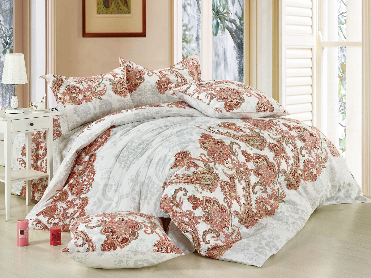 Комплект белья Cleo Дивное дежавю, 1,5-спальный, наволочки 70x7041/281-SPКомплект постельного белья Cleo выполнен из высококачественной бязи люкс (100% хлопок), которая идеально подходит для любого времени года Постельное белье из бязи имеет ряд уникальных свойств: экологичность, гипоаллергенность, сохраняет внешний вид на долгие годы, не садится, легко гладится, не накапливает статического электричества, обладает исключительной терморегуляцией, загрязнения прекрасно отстирываются любыми средствами. Благодаря особому способу переплетения нитей в полотне, обеспечивается особая плотность ткани, что делает ее устойчивой к износу. Высокая плотность - это залог прочности и долговечности, однако она не влияет на удовольствие от прикосновения. Благодаря пигментному способу нанесения печати даже после многократных стирок в деликатном режиме постельное белье сохраняет свой первоначальный вид. Такое постельное белье окутает вас своей нежностью и подарит спокойный комфортный сон, а яркие оригинальные дизайны стильно дополнят интерьер спальни.