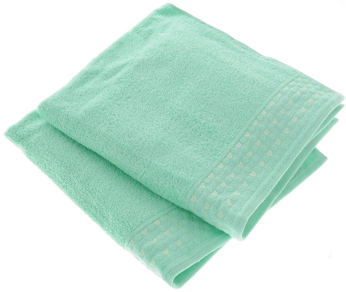 Набор полотенец Tete-a-Tete Сердечки, цвет: бирюза, 50 х 90 см, 2 шт531-105Набор Tete-a-Tete Сердечки состоит из двух махровых полотенец, выполненных из натурального 100% хлопка. Бордюр полотенец декорирован рисунком сердечек. Изделия мягкие, отлично впитывают влагу, быстро сохнут, сохраняют яркость цвета и не теряют форму даже после многократных стирок. Полотенца Tete-a-Tete Сердечки очень практичны и неприхотливы в уходе. Они легко впишутся в любой интерьер благодаря своей нежной цветовой гамме. Набор упакован в красивую коробку и может послужить отличной идеей подарка.Размер полотенец: 50 х 90 см.