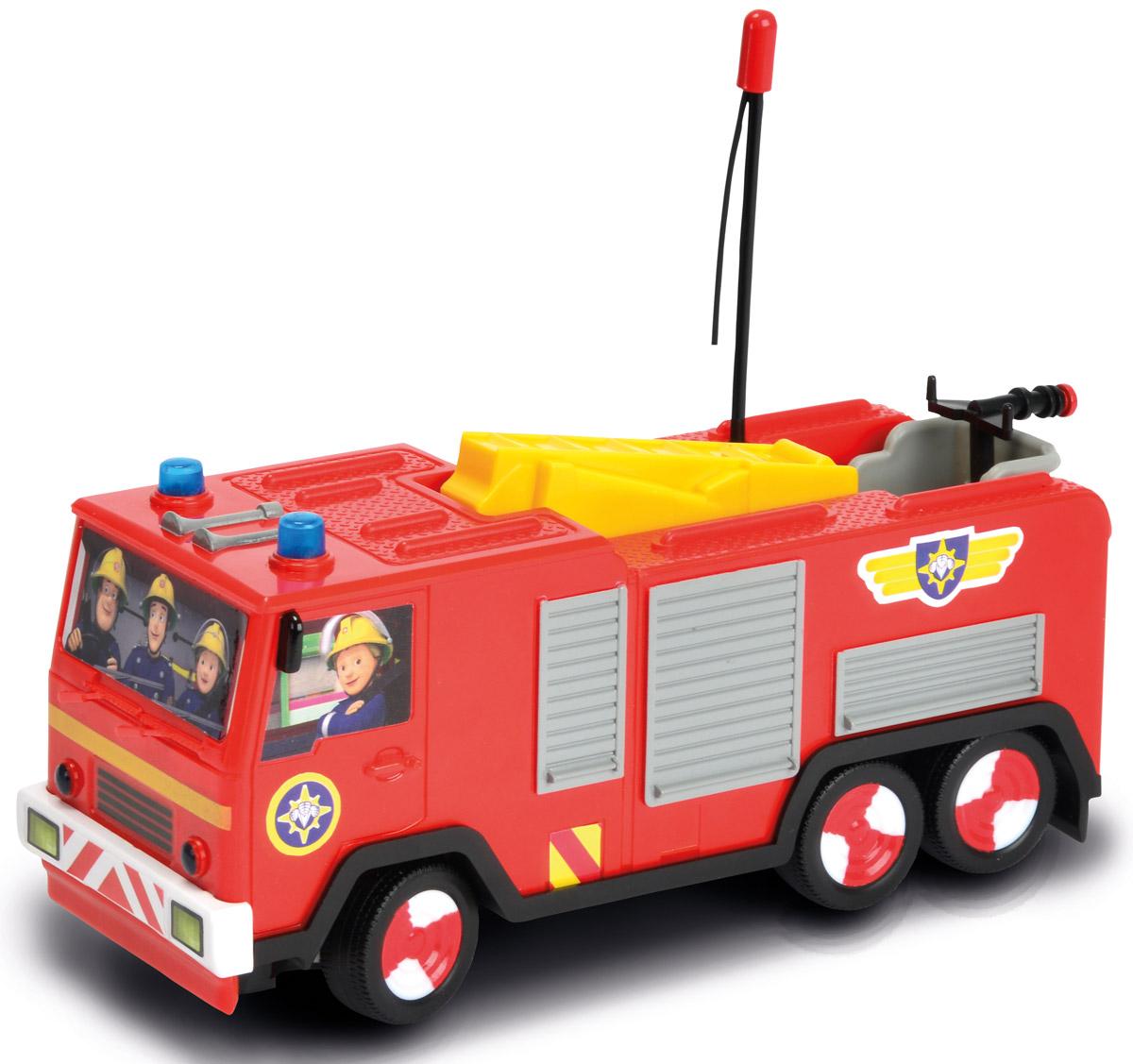 """Пожарная машина Dickie Toys """"Turbo Jupiter"""" на радиоуправлении представлена в виде транспортного средства знаменитого Пожарного Сэма, который является героем одноименного британского мультсериала. Транспорт отличается стильным и привлекательным дизайном, ярким цветом кузова и кабины. Помимо этого, нельзя не упомянуть о декоративных особенностях, которые представлены в виде наклеек. Но главным интересным элементом пожарной машины является возможность управления ею, используя специальный пульт, а также реалистичные световые эффекты. Ребенок сможет разыгрывать разнообразные сюжеты, тренируя воображение. Подарите вашему малышу возможность почувствовать себя настоящим водителем. Для работы пожарной машины необходимо купить 3 батарейки напряжением 1,5V типа АА (не входят в комплект). Для работы пульта управления необходимо купить 3 батарейки напряжением 1,5V типа AАА (не входят в комплект). Пульт управления работает на частоте 27 MHz."""