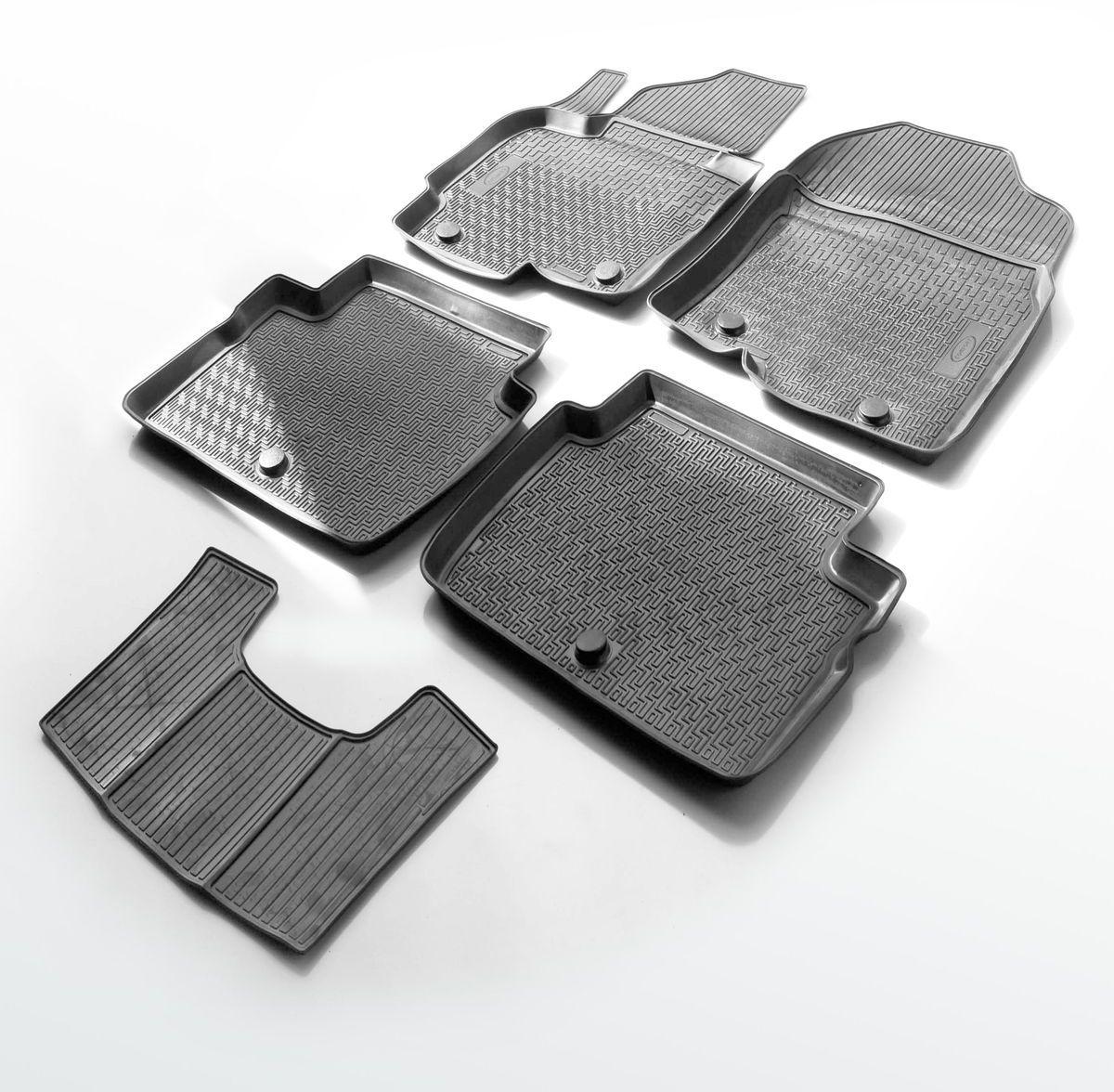 Коврики салона Rival для Renault Sandero 2014-, c перемычкой, полиуретан98298130Прочные и долговечные коврики Rival в салон автомобиля, изготовлены из высококачественного и экологичного сырья, полностью повторяют геометрию салона вашего автомобиля.- Надежная система крепления, позволяющая закрепить коврик на штатные элементы фиксации, в результате чего отсутствует эффект скольжения по салону автомобиля.- Высокая стойкость поверхности к стиранию.- Специализированный рисунок и высокий борт, препятствующие распространению грязи и жидкости по поверхности коврика.- Перемычка задних ковриков в комплекте предотвращает загрязнение тоннеля карданного вала.- Произведены из первичных материалов, в результате чего отсутствует неприятный запах в салоне автомобиля.- Высокая эластичность, можно беспрепятственно эксплуатировать при температуре от -45 ?C до +45 ?C.Уважаемые клиенты!Обращаем ваше внимание,что коврики имеет формусоответствующую модели данного автомобиля. Фото служит для визуального восприятия товара.