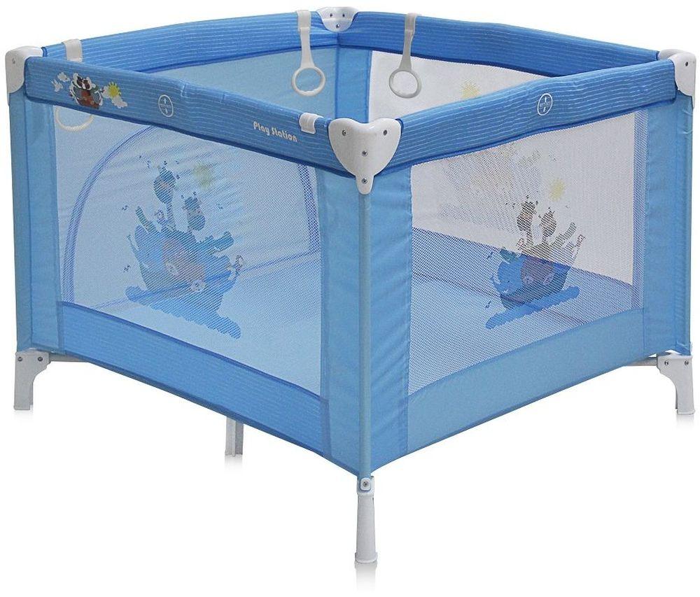 Lorelli Манеж Play Station цвет синийCM000001328Детский манеж Bertoni Play Station выполнен в современном стиле, компактен в сложенном виде. Отсутствуют острые углы, ткань приятная на ощупь.Особенности:Квадратный просторный манежТравмобезопасная конструкция Центральная ножка для обеспечения безопасностиЛегко складывается в компактную, удобную для переноски сумку Яркие, прочные, легкомоющиеся тканевые части Специальные кольца на боковинках для помощи малышу научиться вставатьСетчатые вставки в боковинах для лучшей вентиляции и обзораОтстегивающийся боковой лаз, чтобы малыш мог сам забираться в манеж и выбираться из него