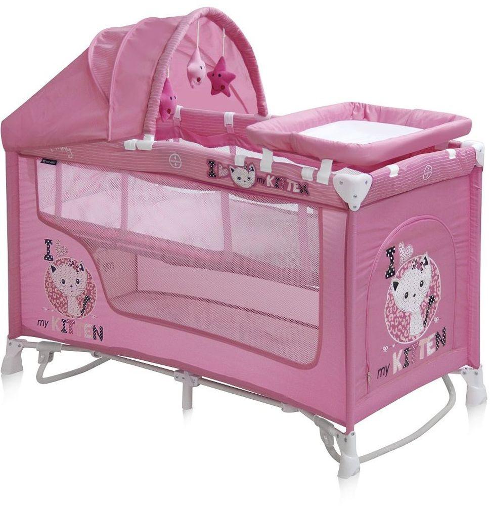 Lorelli Манеж-кроватка Nanny 2 Plus Rocker цвет розовыйTHN132NДетский манеж-кроватка от болгарского бренда Bertoni Nanny 2 Plus Rocker – это гарантированный комфорт вашего малыша! Продукция компании сертифицирована и отвечает самым высоким стандартам качества и безопасности эксплуатации, одобрена нормами ЕС.Манеж-кроватка уместен не только в доме, но и на улице.Особенности:Продукция изготовлена из высококачественных, экологичных материалов с антибактериальным покрытиемМанеж имеет функцию качания.Дно в Bertoni Nanny 2 имеет 2 уровня: одно для игр, второе для снаДно жесткое, что гарантирует правильную поддержку спинки ребенка во время снаBertoni Nanny 2 имеет центральную ножку, которая гарантирует не только дополнительную устойчивость, но и не дает прогибаться днуВ сложенном виде конструкция занимает мало места, легко переносится в сумки, которая идет в комплекте. Процесс складывания предельно простBertoni Nanny 2 снабжена пеленатором, который устанавливается на борта манежа и еще есть защитный капюшон с дугой и игрушкамиБоковины прозрачные, так что вы всегда будете знать, чем занят ваш малышДля деток, которые немножко подросли, можно открыть автовыход на торцевой панелиИмеет защитный капюшон с игрушками