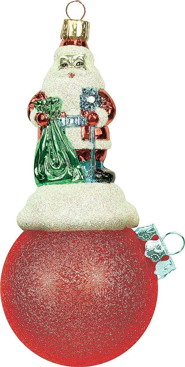 Украшение новогоднее подвесное Mister Christmas Дед Мороз на шаре, цвет: красный, длина 11 см. BD 60-300DOL-1Подвесное украшение Mister Christmas Дед Мороз на шаре представляет собой весьма оригинальную елочную игрушку 2 в 1. Это и классический елочный шар, и миниатюрная фигурка Деда Мороза. Изделие выполнено из качественного пластика и отличается прочностью и безопасностью. Матовые краски, блестки, крепления - все эти элементы декора долгие годы будут поддерживать идеальное состояние елочной игрушки. Украшение Mister Christmas Дед Мороз на шаре - это не просто классическая елочная игрушка. Оно может стать элементом праздничного декора, если установить на специальной подставке. В любом случае такая игрушка будет привлекать внимание и создавать праздничную атмосферу в доме или офисе.