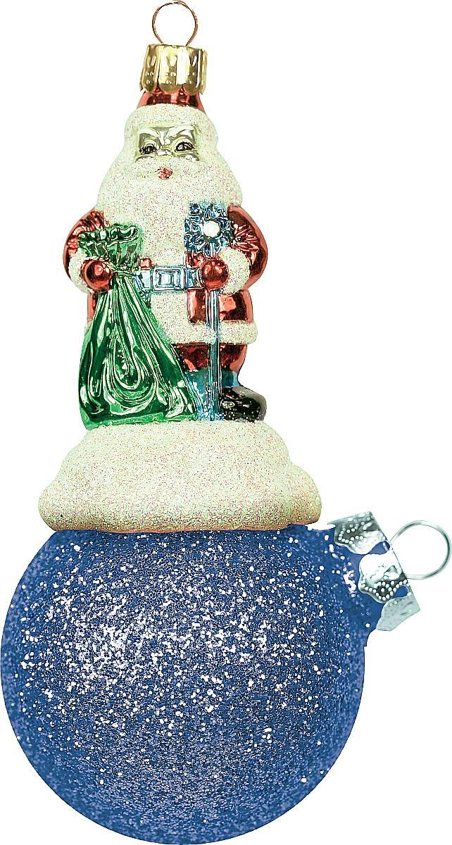 Украшение новогоднее подвесное Mister Christmas Дед Мороз на шаре, цвет: синий, длина 11 см. BD 60-401PM-3-7Подвесное украшение Mister Christmas Дед Мороз на шаре представляет собой весьма оригинальную елочную игрушку 2 в 1. Это и классический елочный шар, и миниатюрная фигурка Деда Мороза. Изделие выполнено из качественного пластика и отличается прочностью и безопасностью. Матовые краски, блестки, крепления - все эти элементы декора долгие годы будут поддерживать идеальное состояние елочной игрушки. Украшение Mister Christmas Дед Мороз на шаре - это не просто классическая елочная игрушка. Оно может стать элементом праздничного декора, если установить на специальной подставке. В любом случае такая игрушка будет привлекать внимание и создавать праздничную атмосферу в доме или офисе.