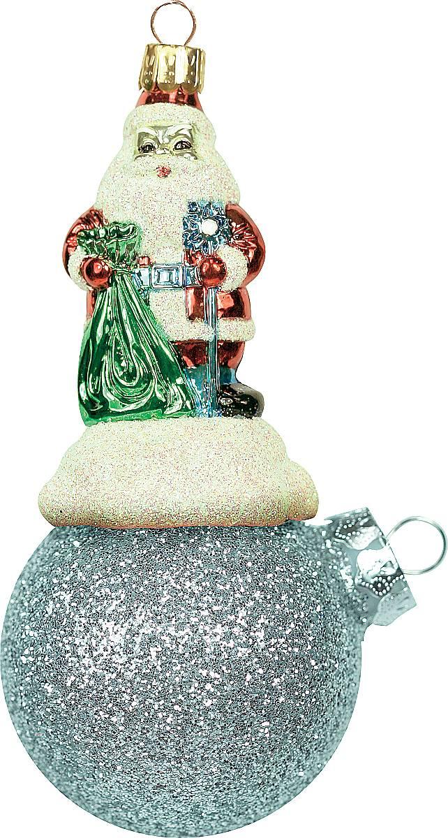 Украшение новогоднее подвесное Mister Christmas Дед Мороз на шаре, цвет: светло-бирюзовый, длина 11 см. BD 60-404PM-41-7Подвесное украшение Mister Christmas Дед Мороз на шаре представляет собой весьма оригинальную елочную игрушку 2 в 1. Это и классический елочный шар, и миниатюрная фигурка Деда Мороза. Изделие выполнено из качественного пластика и отличается прочностью и безопасностью. Матовые краски, блестки, крепления - все эти элементы декора долгие годы будут поддерживать идеальное состояние елочной игрушки. Украшение Mister Christmas Дед Мороз на шаре - это не просто классическая елочная игрушка. Оно может стать элементом праздничного декора, если установить на специальной подставке. В любом случае такая игрушка будет привлекать внимание и создавать праздничную атмосферу в доме или офисе.