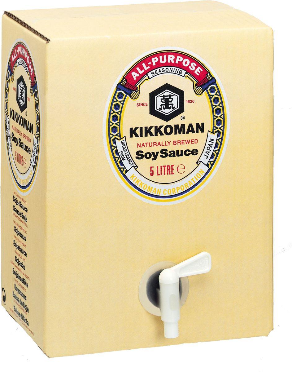 Kikkoman соус соевый, 5 л0120710Классический продукт бренда Kikkoman (Киккоман) - натуральный соевый соус, который превосходно подходит как ингредиент, и как приправа для множества готовых блюд. Он идеально сочетается не только с деликатесами азиатской кухни, но и, например, со спагетти, американскими бюргерами или салатами.Соевый соус Kikkoman (Киккоман) изготавливается традиционным, классическим способом естественного брожения из сочетания 4 натуральных ингредиентов: соевых бобов, воды, пшеницы и соли. Натурально сваренный соевый соус Kikkoman прозрачный, имеет красновато-коричневый цвет и незабываемый, легко узнаваемый приятный вкус.