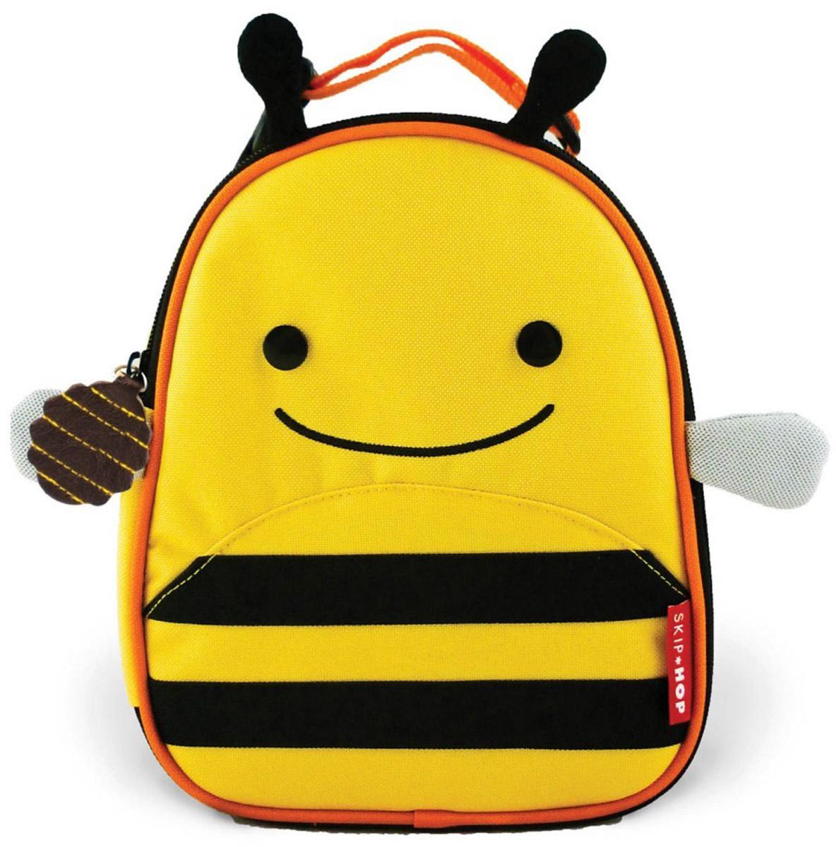 Skip Hop Сумка ланч-бокс детская ПчелкаB388820-1Превосходный ланч-бокс Skip Hop Пчелка отлично сохранит свежесть и вкус продуктов для вашего ребёнка. Сумка с одним отделением изготовлена из прочного текстиля. Лицевая сторона декорирована изображением улыбающейся пчелки с крылышками и торчащими усиками-рожками. Внутренняя поверхность отделана термоизоляционным материалом, благодаря которому продукты дольше остаются свежими. Изделие закрывается на пластиковую застежку-молнию с удобным держателем на бегунке. Внутри имеется сетчатый карман для хранения аксессуаров и текстильная нашивка для записи имени владельца сумки. Ланч-бокс дополнен удобной текстильной ручкой с регулируемой длиной и пластиковым карабином. Такая сумка ланч-бокс пригодится везде: на прогулке, во время учебы, на отдыхе, во время путешествий.