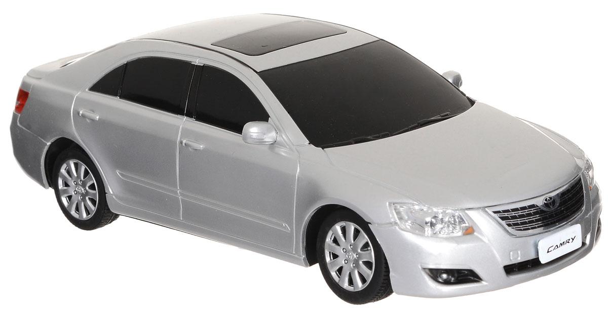 """Радиоуправляемая модель Rastar """"Toyota Camry"""" станет отличным подарком любому мальчику! Это точная копия настоящего авто в масштабе 1:24. Модель изготовлена из металла с элементами из прочного пластика, колеса прорезинены. Авто обладает неповторимым стилем и спортивным характером. Потрясающая маневренность, динамика и покладистость - отличительные качества этой модели. Возможные движения: вперед-назад, вправо-влево. Модель оснащена световыми эффектами (свет передних и задних фар). Игра с такой моделью ваш ребенок почувствует себя водителем настоящего автомобиля, так как большинство деталей максимально приближены к реальным. Машинка на радиоуправлении станет прекрасным подарком не только ребенку, но и взрослому. Для работы машинки необходимы 3 батарейки типа АА напряжением 1,5V (не входят в комплект). Для работы пульта управления необходимы 2 батарейки типа АА напряжением 1,5V (не входят в комплект)."""
